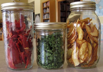 Dehydrated tomatoes, parsley and peaches