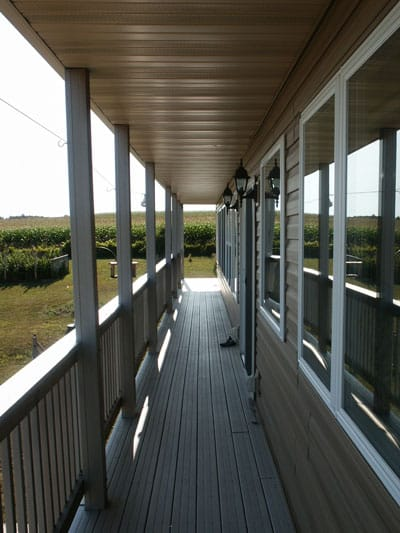 Deck with overhang