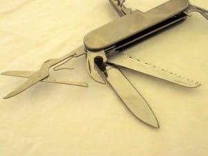 medical-kit-knife