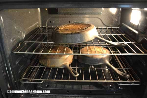 How to restore cast iron cookware - Clean oven tray less minute ...