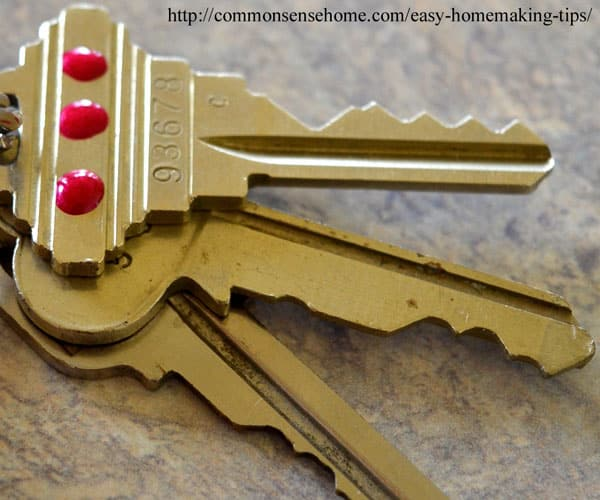 Make it Easier to Find the Right Key -12+ Homemaking tips and tricks to keep the clutter under control and make things a little tidier and easier to use. Save time and money, reuse and repurpose.